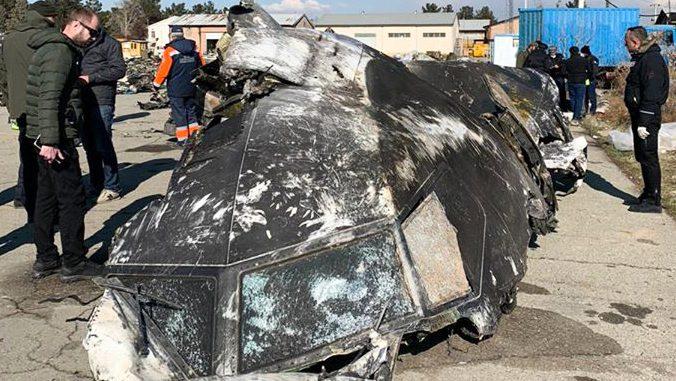 Avion abattu en Iran: deux missiles ont touché l'appareil