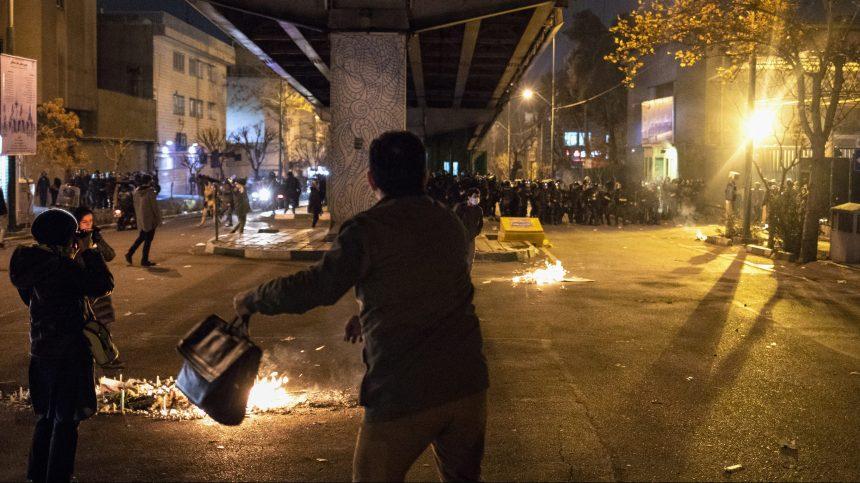 Avion abattu en Iran: la colère populaire reste vive lors de manifestations