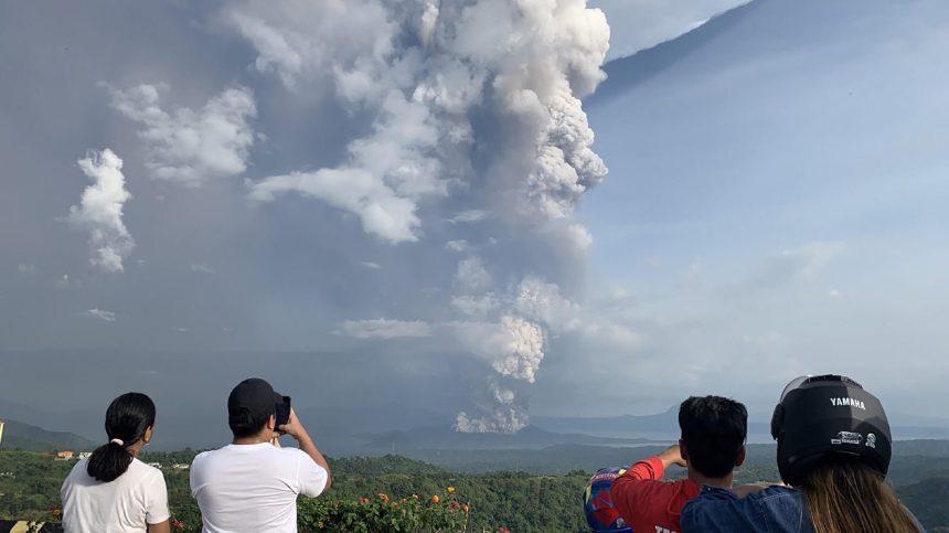 Philippines: risque d'éruption imminente du volcan Taal