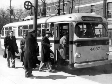 006B_3-953-005 Trolleybus CCB sur Beaubien (1953)