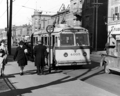 Un ancien trolleybus sur la rue Beaubien.