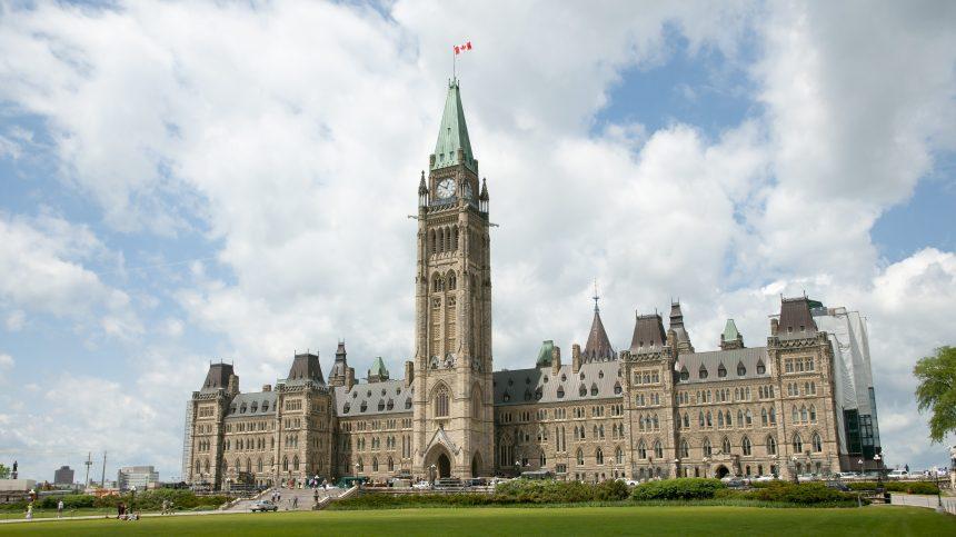 Aide médicale à mourir: deux semaines de consultations pour les Canadiens