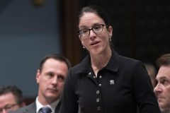 Sonia LeBel demande des comptes sur la libération d'un assassin