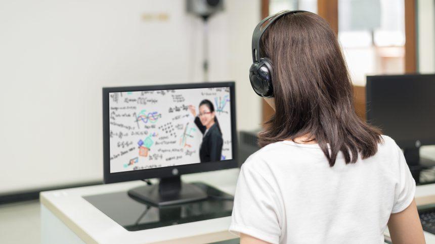 Des plateformes pour étudier en ligne