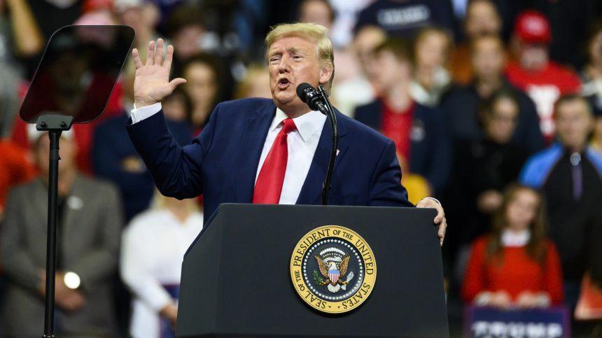 Trump s'attaque au «tourisme de maternité»