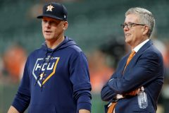Hinch et Luhnow des Astros sont suspendus pour toute la saison 2020