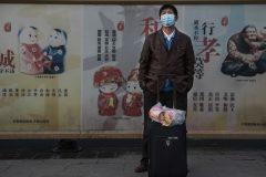La Chine confine des villes entières pour contrôler l'épidémie