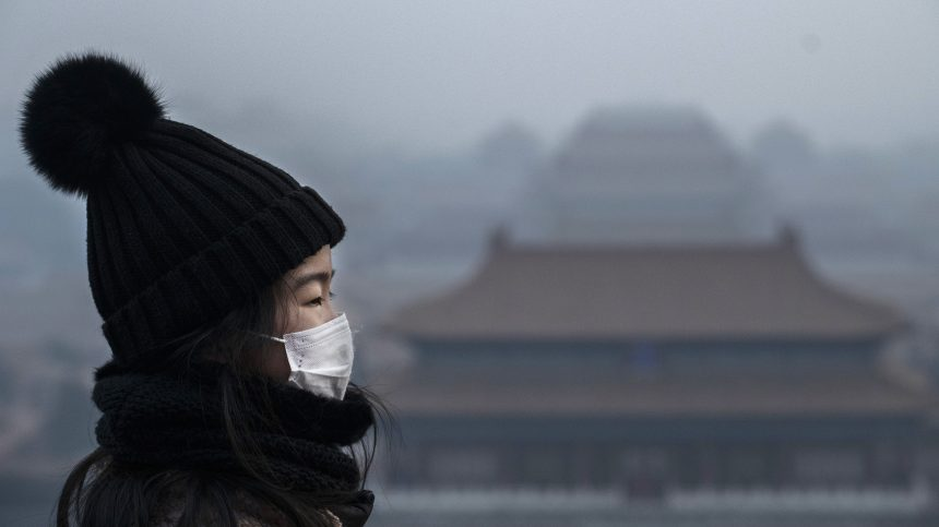 Coronavirus: la Chine est barricadée, et les étrangers attendent l'évacuation