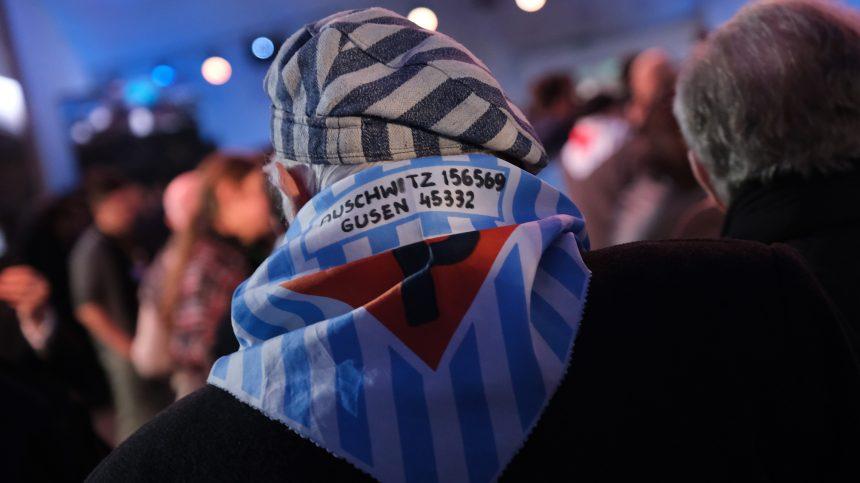 Les survivants se rassemblent devant Auschwitz, 75 ans après la libération