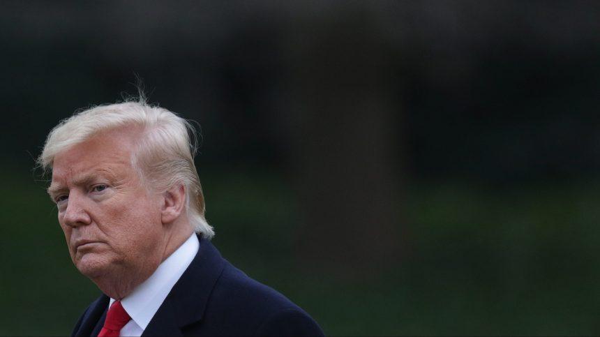 Trump s'en prend à Bolton lors de son procès en destitution