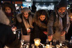 Des Iraniens de Montréal se recueillent au centre-ville pour les victimes de l'écrasement