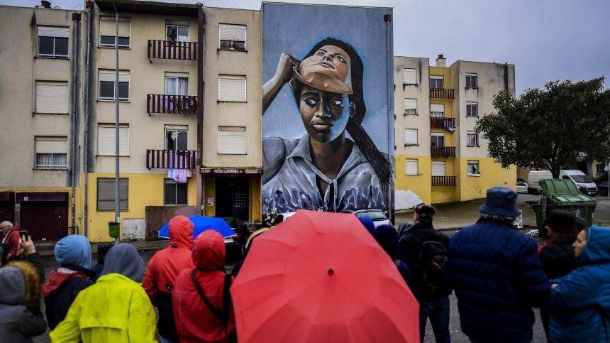 Une cité stigmatisée de Lisbonne transformée par l'art urbain
