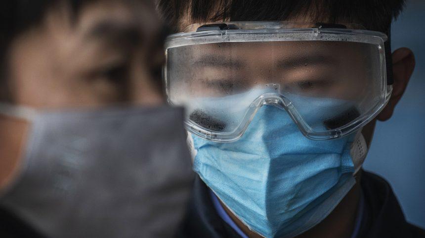 Le coronavirus fait plus de 300 morts dont un premier hors de Chine