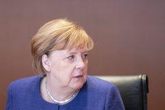 Allemagne: Merkel rejette toute alliance politique avec l'extrême droite