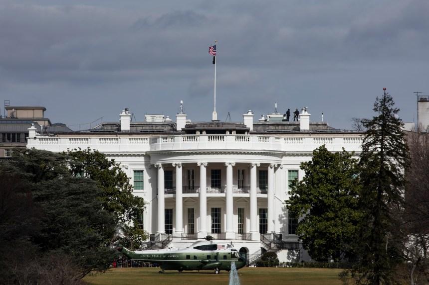 Un homme armé d'un couteau arrêté près de la Maison-Blanche