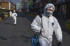 Le coronavirus fait plus de 800 morts et dépasse le bilan du Sras