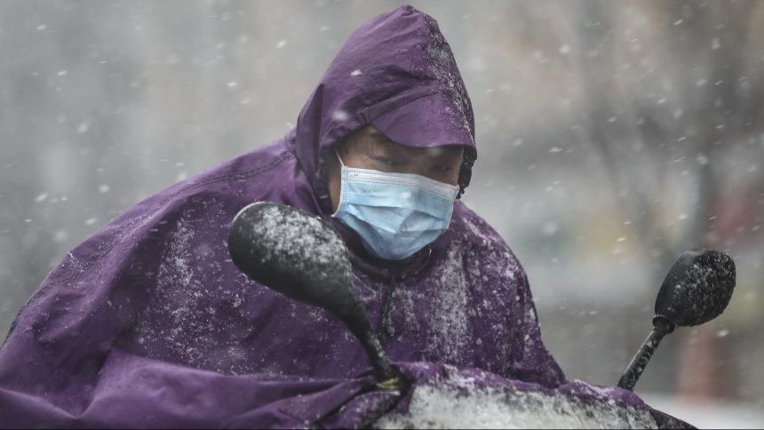 Le coronavirus continue de tuer en Chine, mais sa progression ralentit