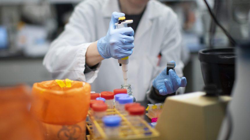 COVID-19: l'étude clinique sur la colchicine passe une étape supplémentaire
