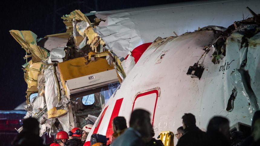 Un mort, 157 blessés dans un spectaculaire accident d'avion à Istanbul