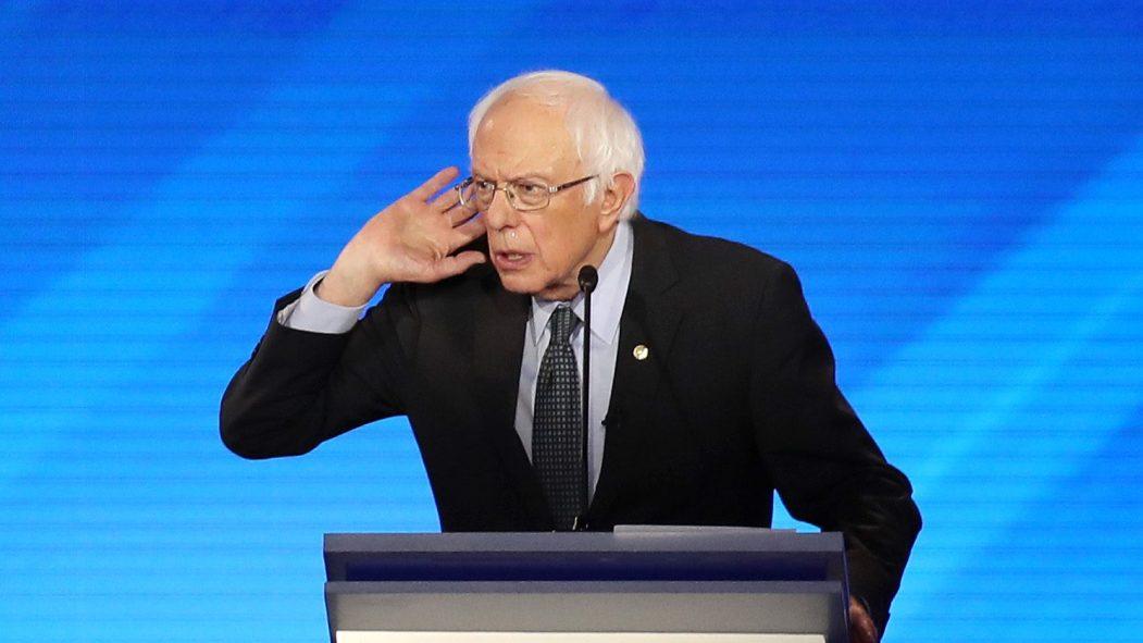 Bernie Sanders a été attaqué de toute part vendredi.