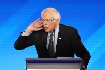 Bernie Sanders critiqué par ses rivaux pour avoir défendu Fidel Castro