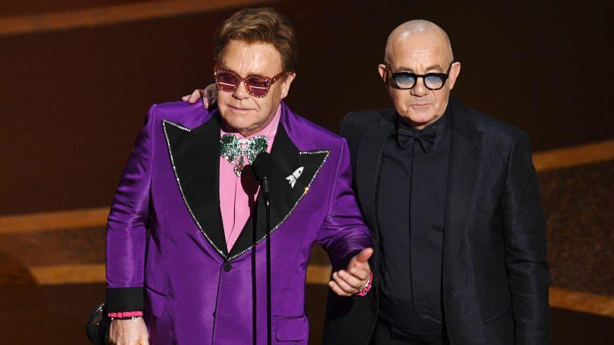 Elton John interrompt brusquement un concert en raison d'une pneumonie