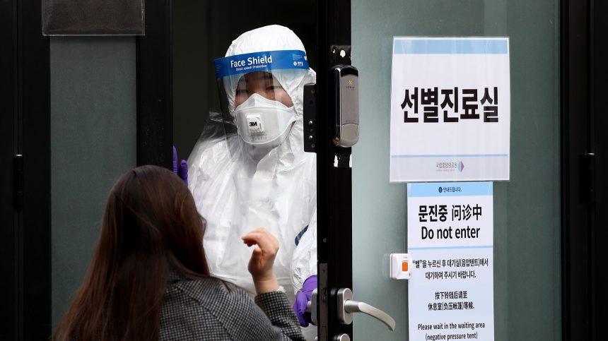 Covid-19: expansion de l'épidémie, chute des bourses… le virus affole