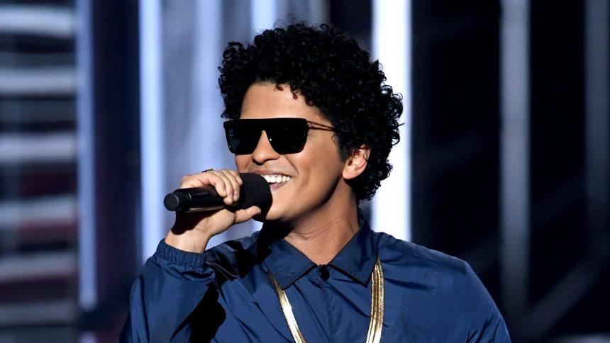 Bruno Mars va produire et jouer dans un film musical pour Disney
