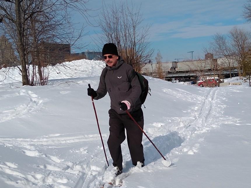 Le bonheur de skier en pleine ville