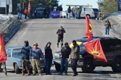 Démantèlement à Tyendinaga: les Mohawks réagissent à Kahnawake et à Kanesatake