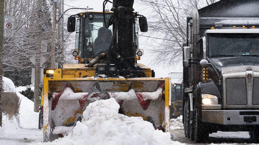 Déneigement: Montréal entame sa première opération de chargement de la neige