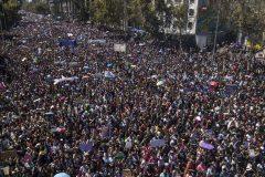 Chili: des centaines de milliers de femmes se mobilisent