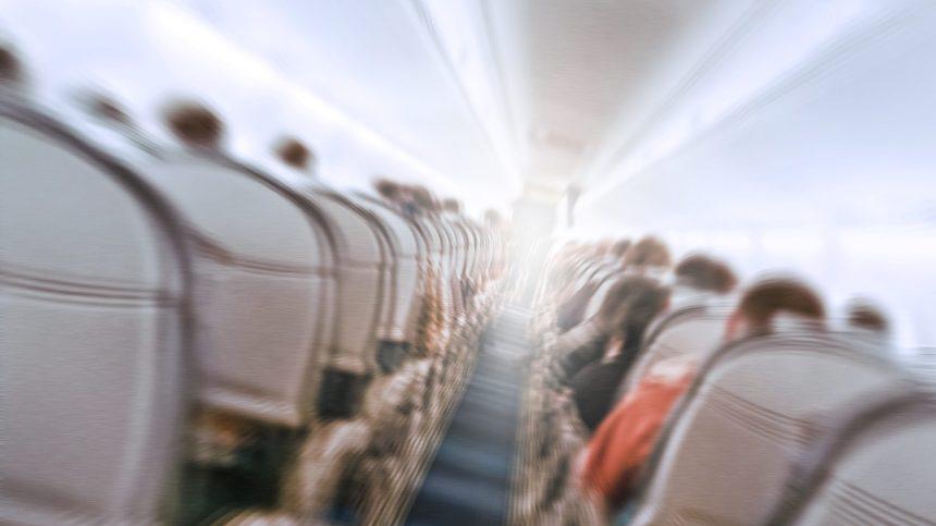 Un passager éternue, des voisins demandent que l'avion se pose