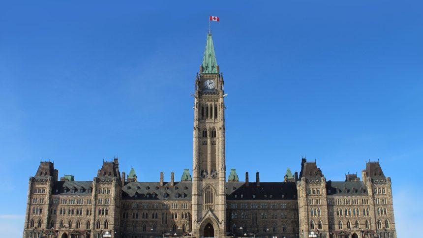 Inégalités croissantes: Ottawa pressé de «repenser le filet social»