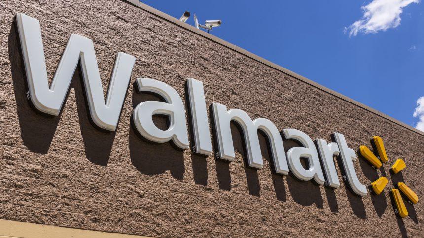 Walmart verse des bonus et embauche 150 000 personnes