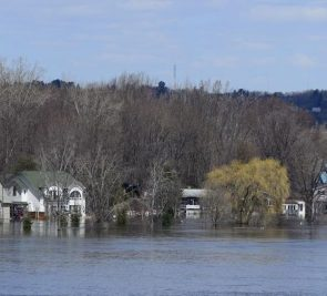 Les municipalités se préparent pour les inondations en pleine pandémie