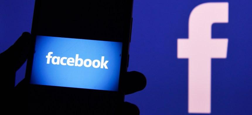 Les réseaux sociaux tentent de contrer la désinformation sur le COVID-19