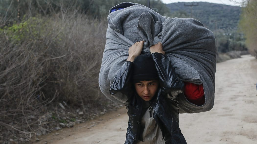 Crise migratoire: Erdogan veut l'aide de l'UE en Syrie, violences en Grèce