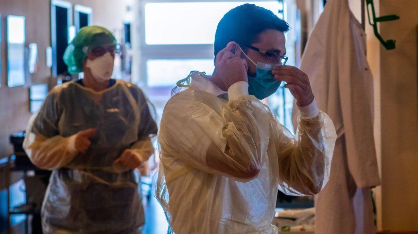 Plus de 13 000 travailleurs de la santé infectés par la COVID-19