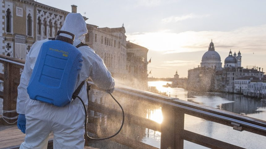 Ralentissement de la progression du coronavirus en Italie, une lueur d'espoir