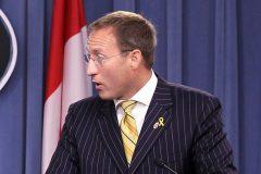 Peter MacKay propose une élection hâtive en octobre s'il devient chef conservateur