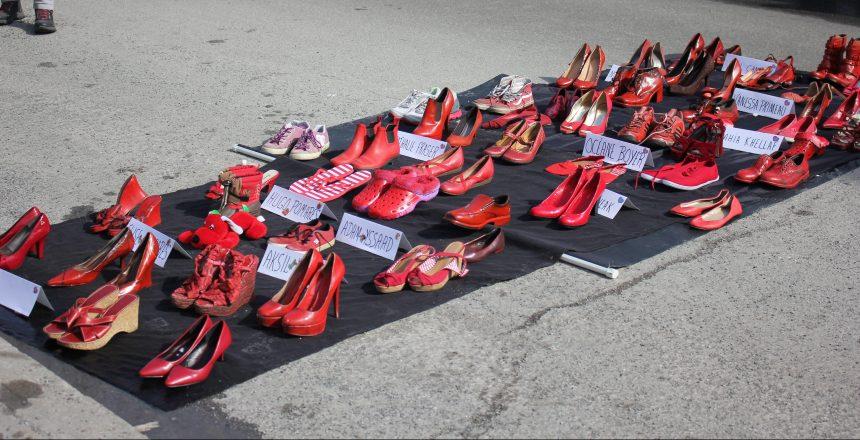 Mercier-Est : des souliers rouges en mémoire et des femmes et des enfants victimes de violence conjugale