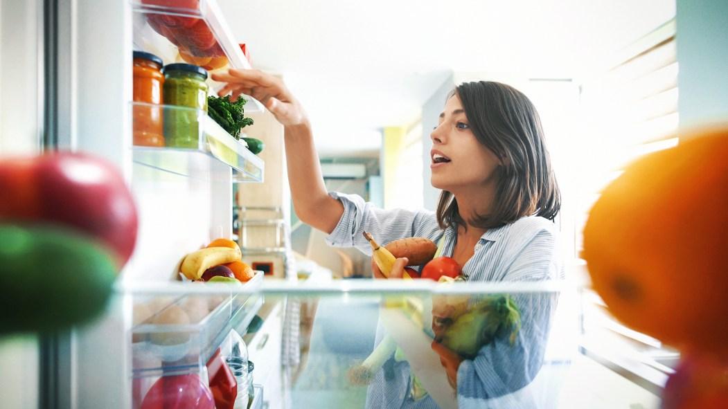Le confinement apporte avec lui son lot d'émotions pouvant déséquilibrer l'alimentation, des conseils pour mieux manger de la part de deux nutritionnistes.