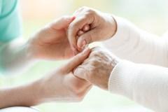 CHSLD : un interdit de visite trop restrictif, selon des soignants du privé