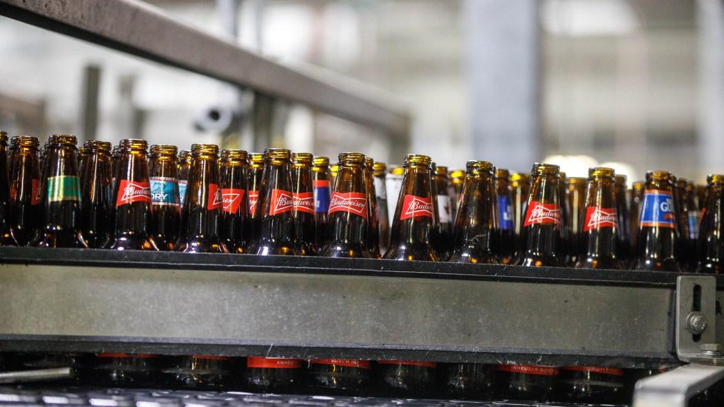 L'usine laSalloise de Labatt peut produire de la bière, de l'antiseptique ainsi que des bouteilles d'eau, selon les besoins.