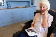 Briser l'isolement des aînés, un appel à la fois