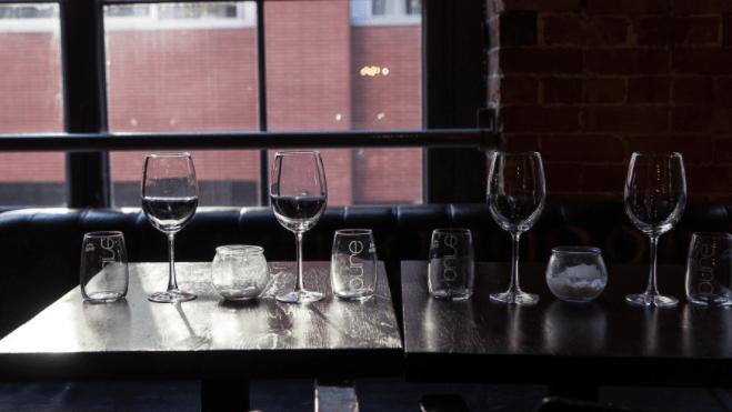 COVID-19: les restaurants mis à mal