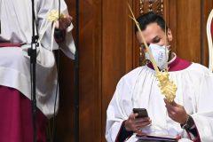 Coronavirus: les églises vides pour la semaine de Pâques