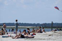 Sable et distanciation, les plages de Géorgie se remplissent
