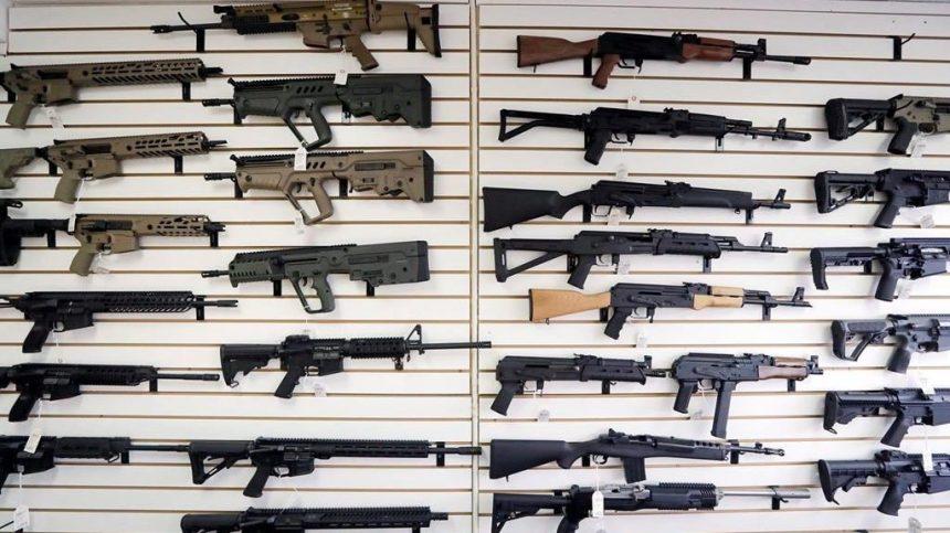 Près de 75% des Québécois en faveur du rachat des armes prohibées au Canada